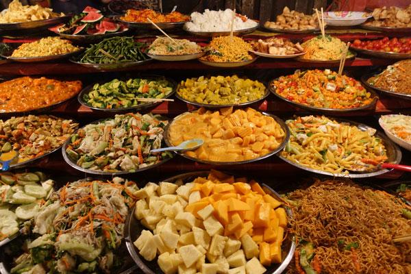 Reisebericht Laos Sehenswürdigkeiten Luang-Prabang-Night-Food-Market