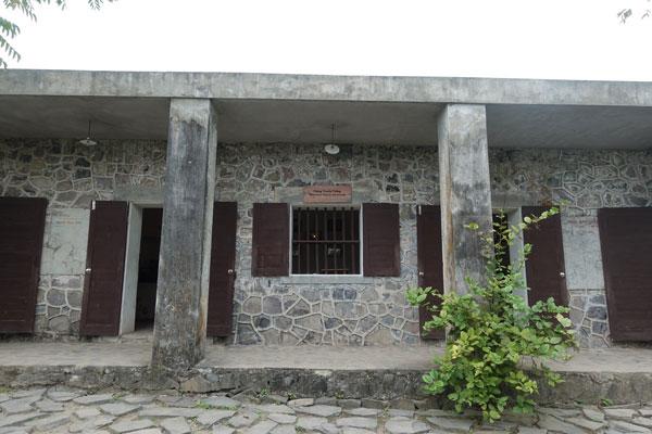 Reisebericht Vietnam Sehenswürdigkeiten Halong Bay Han La Bay und Cat-Ba Cannon-Fort-Museum