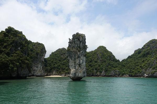 Reisebericht Vietnam Sehenswürdigkeiten Halong Bay Han La Bay und Cat-Ba Fahrt-durch-die-Halong-Bay-nördlicher-Teil