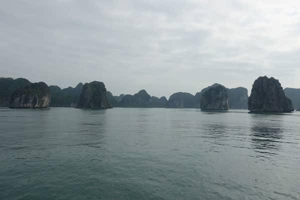 Reisebericht Vietnam Sehenswürdigkeiten Halong Bay Han La Bay und Cat-Ba Halong-Bay-südlicher-Teil