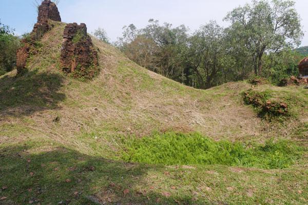 Reisebericht Vietnam Sehenswürdigkeiten Hoi An My Son Tempelgruppe E Bombenkrater