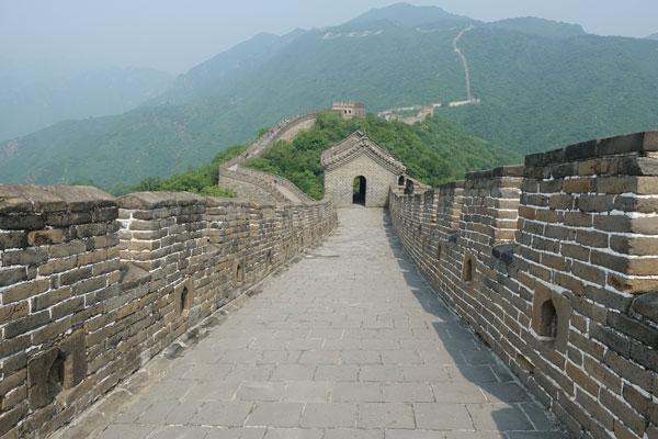 Chinesische Mauer Mutianyu Peking Abschnitt neue Mauer