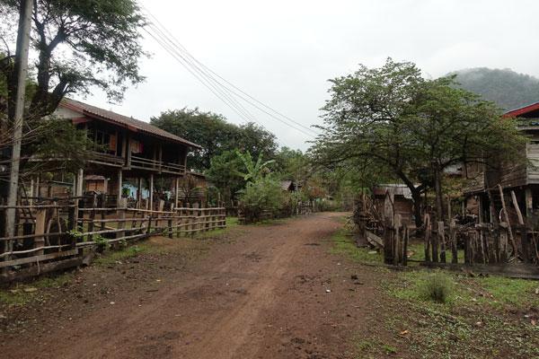 Reisebericht Laos Loop in Laos Karstberge-unterwegs
