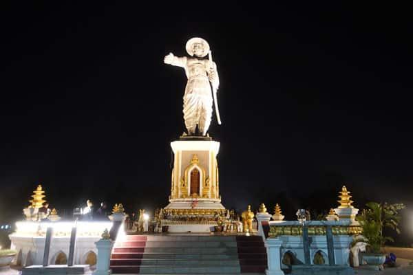 Reisebericht Laos Sehenswürdigkeiten Vientiane-Chao-Anouvong-Statue