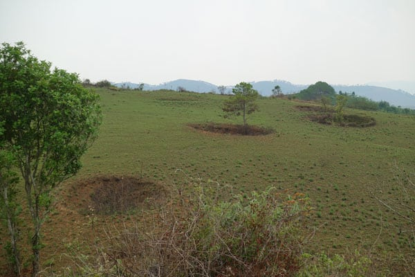 Reisebericht Laos Sehenswürdigkeiten Ebene-der-Tonkruege-Phonsavan-Umgebung-Bombenkrater