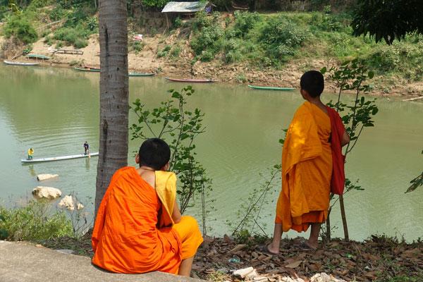 Reisebericht Laos Sehenswürdigkeiten Luang-Prabang-Flussufer-Nahmkam-River