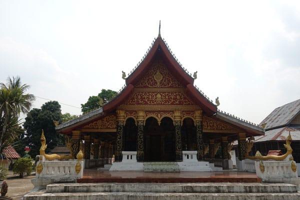 Reisebericht Laos Sehenswürdigkeiten Luang-Prabang-Kuang-Si-Waterfall-unterwegs-Wat-Ou