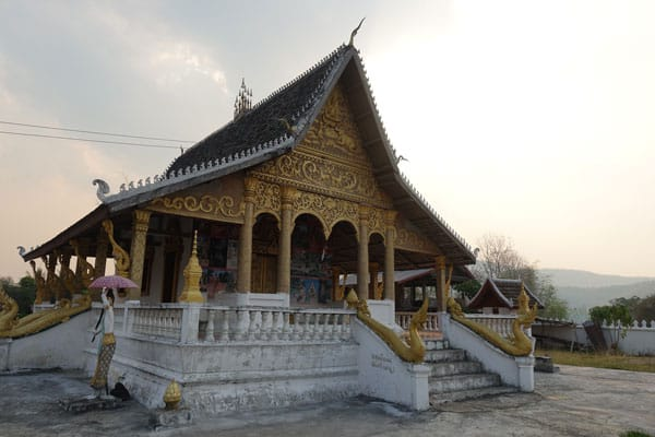 Reisebericht Laos Sehenswürdigkeiten Luang-Prabang-Kuang-Si-Waterfall-unterwegs-Wat-Thinkeo