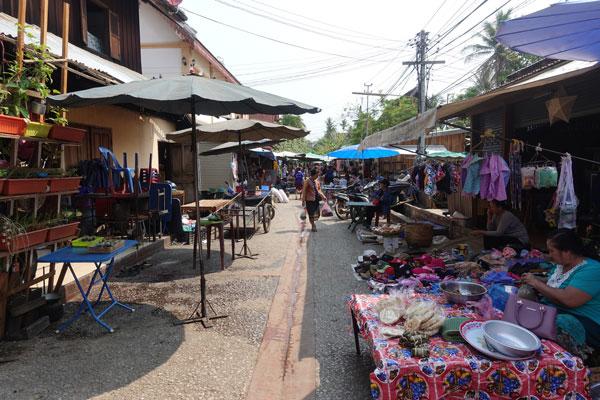 Reisebericht Laos Sehenswürdigkeiten Luang-Prabang-Morning-Food-Market