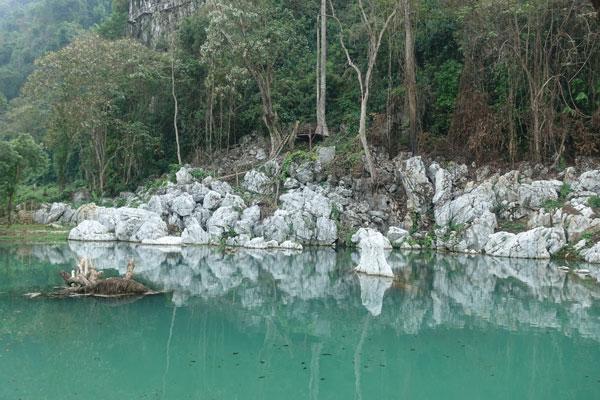 Reisebericht Laos Sehenswürdigkeiten Vang-Vieng-Elephant-aventure-village-lagune