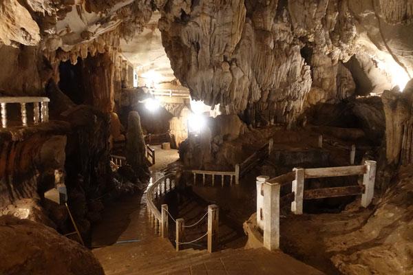 Reisebericht Laos Sehenswürdigkeiten Vang-Vieng-Hoehle-Tham-Chang