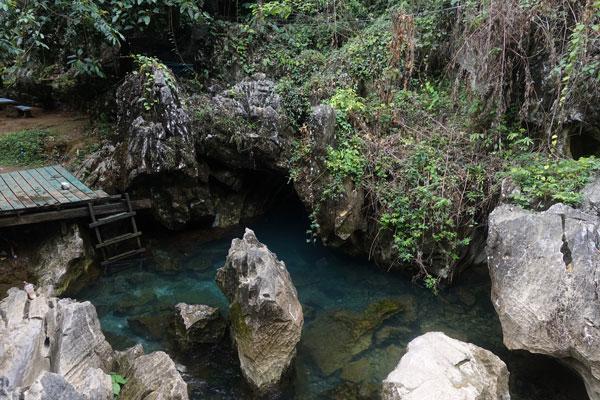Reisebericht Laos Sehenswürdigkeiten Vang-Vieng-Tham-Chang-Lagune