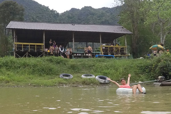 Reisebericht Laos Sehenswürdigkeiten Vang-Vieng-Tubing-Bars