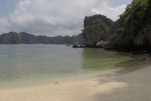 Reisebericht Vietnam Sehenswürdigkeiten Halong Bay Han La Bay und Cat-Ba Baden-in-der-Han-La-Bay