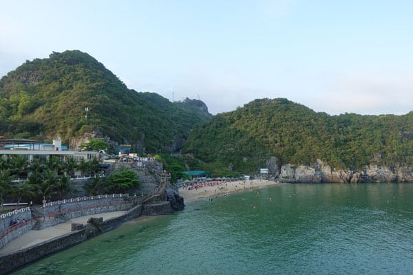 Reisebericht Vietnam Sehenswürdigkeiten Halong Bay Han La Bay und Cat-Ba Strände-Cat-Co-1