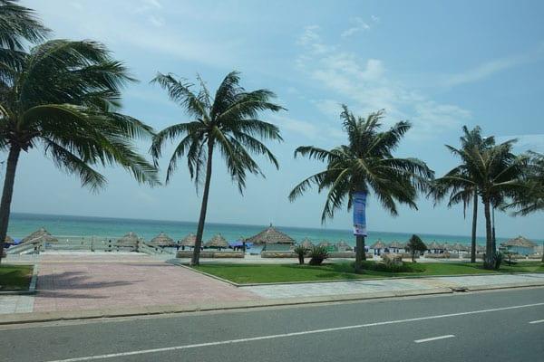 Reisebericht Vietnam Sehenswürdigkeiten Fahrt von Hue nach Hoi an über Da Nang Da Nang Strandpromenade