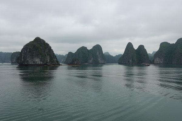 Reisebericht Vietnam Sehenswürdigkeiten Halong Bay Han La Bay und Cat-Ba Fahrt-durch-die-Han-La-Bay