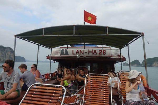 Reisebericht Vietnam Sehenswürdigkeiten Halong Bay Han La Bay und Cat-Ba Tagestour-Lan-Ha-Bay-und-Halong-Bay-unser-Boot