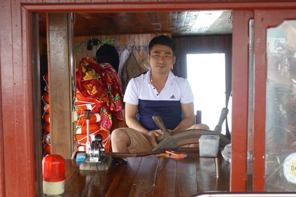 Reisebericht Vietnam Sehenswürdigkeiten Halong Bay Han La Bay und Cat-Ba Tagestour-Lan-Ha-Bay-und-Halong-Bay-unser-Kapitän