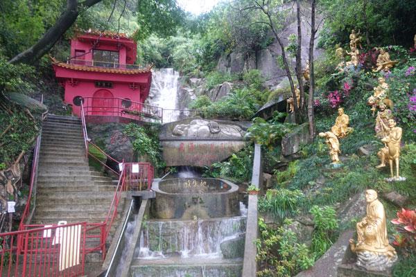 Hongkong Sehenswürdigkeiten Kowloon Tempel der 10000 Buddhas