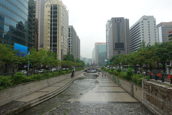 Seoul Sehenswürdigkeiten Cheonggyecheon Stream