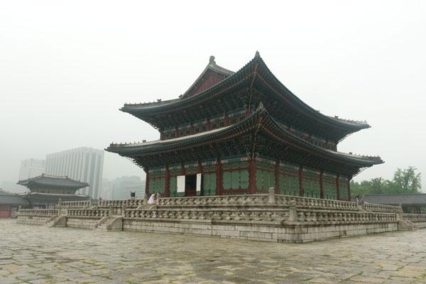 Seoul Sehenswürdigkeiten Gyeongbokgung Palace Geunjeongjeon Hall