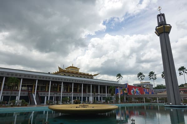 Brunei Sehenswürdigkeiten Bandar Seri Begawan Dewan Majlis Buidling