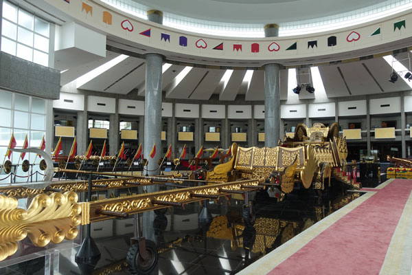 Brunei Sehenswürdigkeiten Bandar Seri Begawan Royal Regalia Building