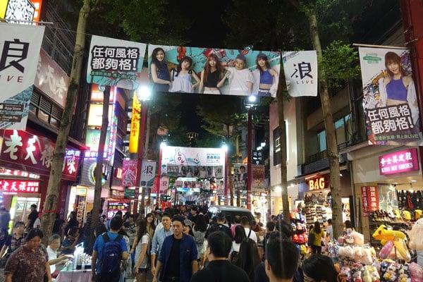 Taipei Sehenswürdigkeiten Ximen Shoppingviertel nachts