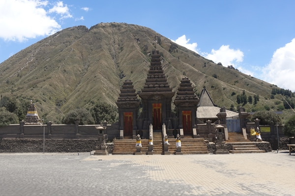 Tempel am Fuße des Mount Bromo